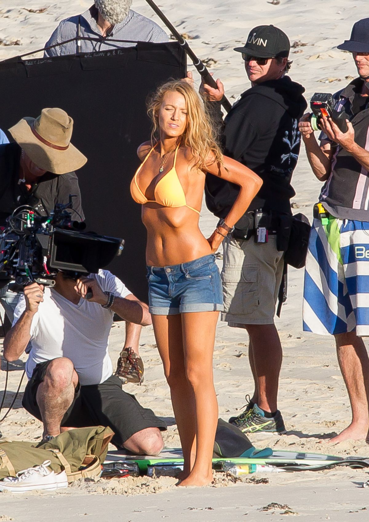 blake-lively-in-bikini-on-the-set-of-the-shallows-in-new-south-wales_32