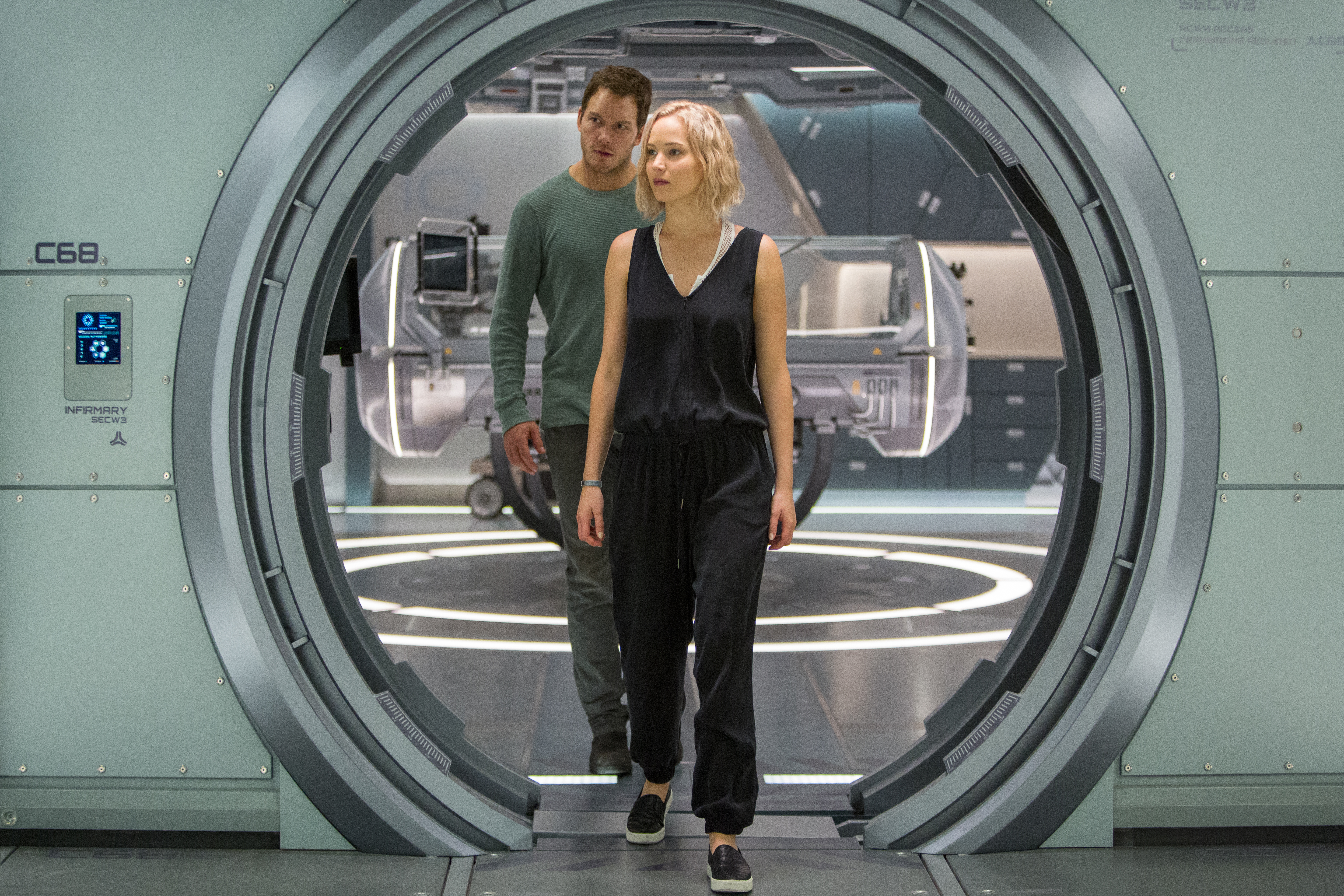 Jim (CHRIS PRATT) and Aurora (JENNIFER LAWRENCE) try to make sense of this mess with Gus in Columbia Pictures' PASSENGERS