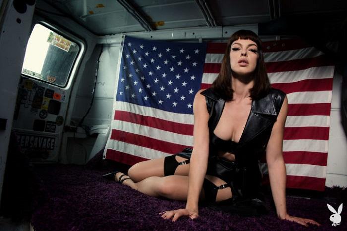 Pollyanna Mcintosh amerikai zászlós